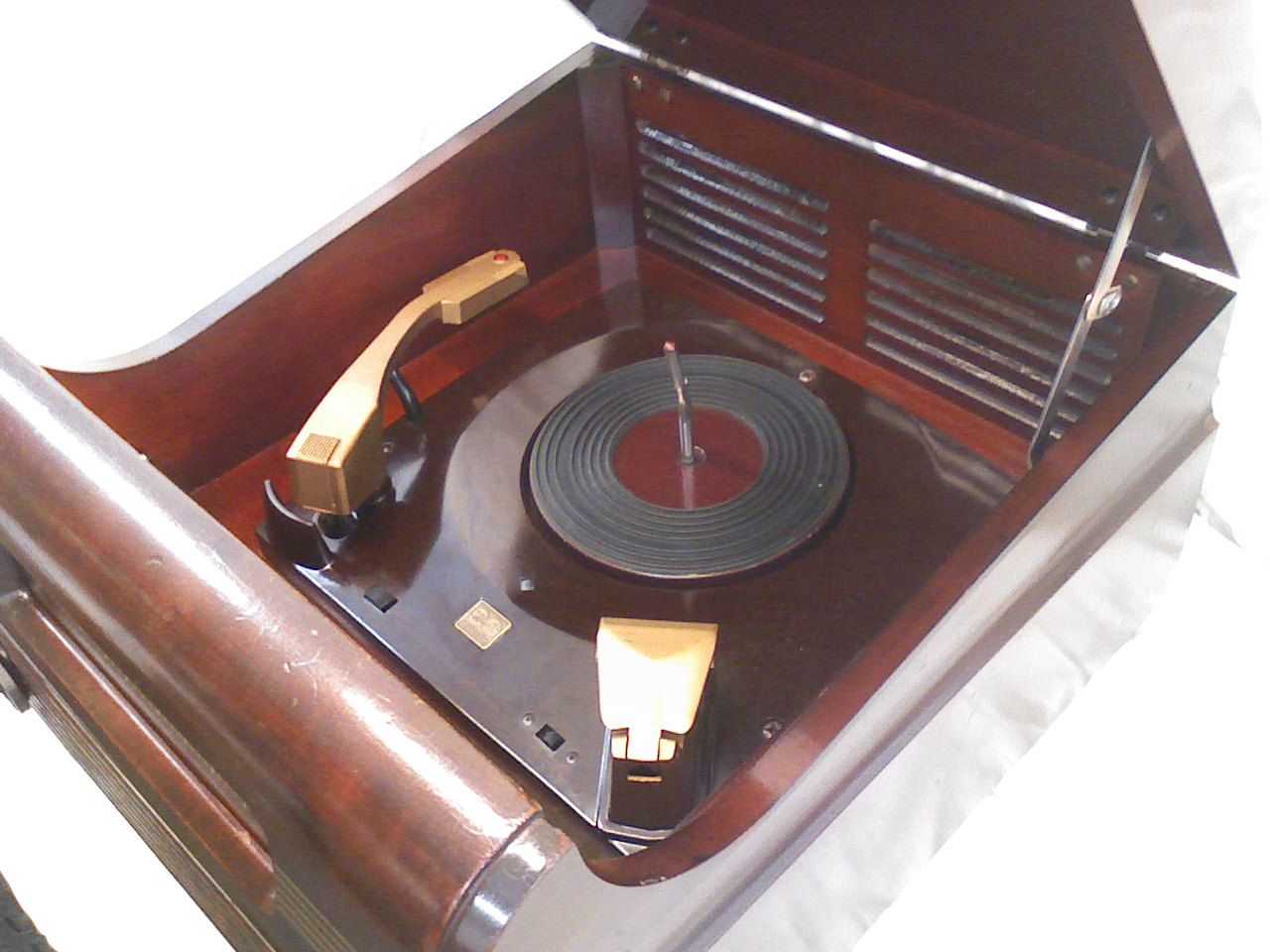 Shenandoah Restoration - Antique Electric record player and radio